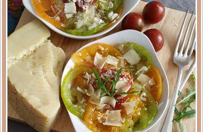 Salade de tomates jaunes et vertes au parmesan