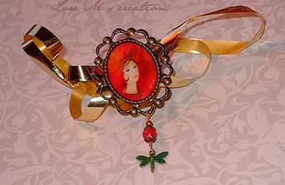 - Pendentifs, broches / Necklaces, brooches with illustrations -