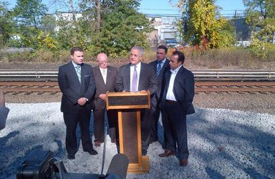 Staten Island elected officials and NYCT break ground on Railway Station