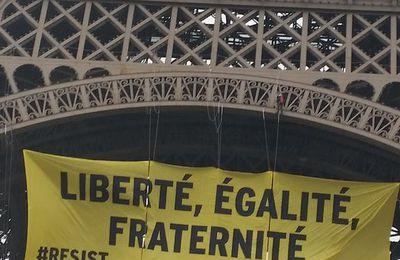 Contre le Front National, Greenpeace accroche une banderole à la tour Eiffel
