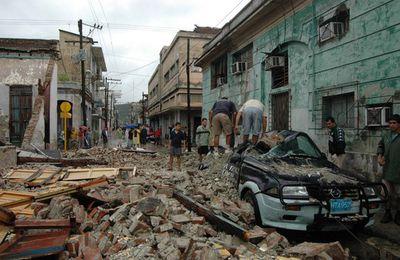 Quand la main de Castro (aidée par celle de Pujadas) arrête un ouragan