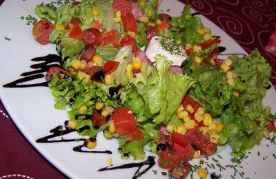 Une petite assiette de salade toute simple