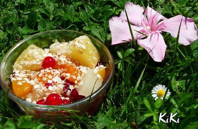 SALADE DE FRUiTS & FLOCONS DE QUiNOA