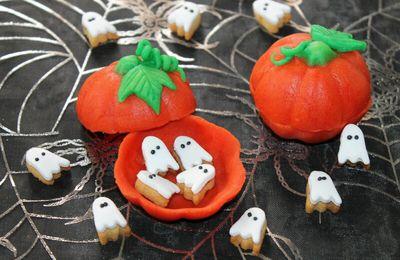 Mini Sablés Fantômes à l'Orange et leur Bonbonnière en Pâte d'Amande à L'orange