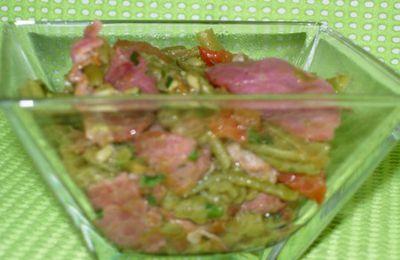 Haricots verts aux magrets de canard fumés et à la tomate