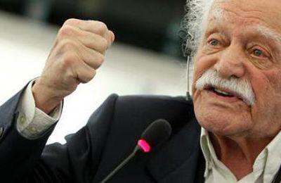 Manolis Glezos au Parlement Européen répond en grec ancien et en latin aux outrages de Martin Schultz