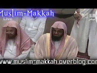 Shaikh Shuraim se prepare pour la priere