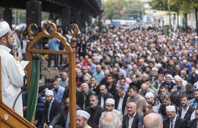 Allemagne : Le ministre de l'Intérieur veut que...l'Allemagne célèbre les fêtes musulmanes. DINGUE!!!