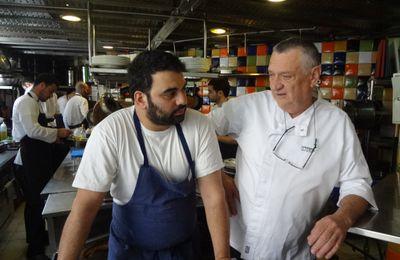 Jérusalem: la table du marché...