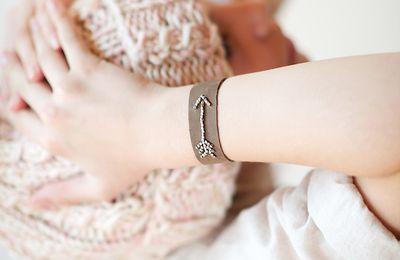 Bracelet en cuir et perles de métal