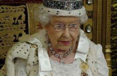 """La Regina """"sente"""" aria di guerra, molto vicina"""