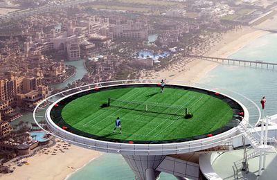 Du tennis sur l'héliport d'un hotel