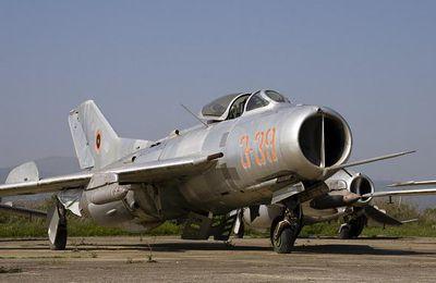 L'aviation militaire albanaise mise aux enchères