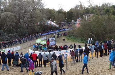 Photos de la coupe du monde de cyclo cross à Coxyde (Belgique) - Ce dimanche 22 Octobre 2017 , en Belgique à Coxyde , c'était la première manche de la coupe du monde de cyclo cross . Sur le circuit traditionnel dans le sable , ils étaient des milliers de spectateurs à avoir fait le déplacement pour assister à un spectacle au plus près des coureurs. Pour la nouvelle […] - (Guy DAGOT - Sud Gironde Cyclisme)