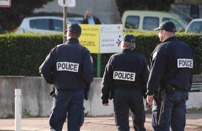 Les salariés du Carrefour Express mettent le braqueur en fuite