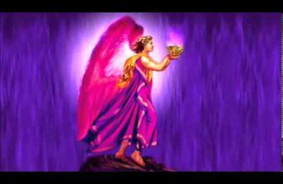 L' Archange ZADKIEL est le Maître du 7e Rayon Violet de Dieu avec Saint Germain