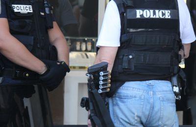 """TERREUR ISLAMIQUE - VILLEURBANNE : armé d'un couteau et muni d'un Coran, il se jette sur les policiers en criant """"Allah Akbar"""""""