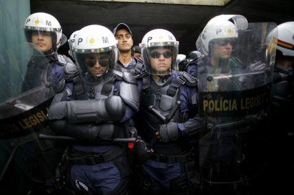 Des indiens tentent d'envahir le congrès à Brasilia