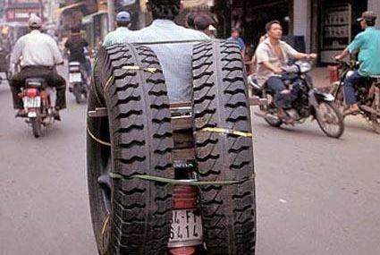 Pneu  transport n°1 au VIETNAM ( trés drôle )