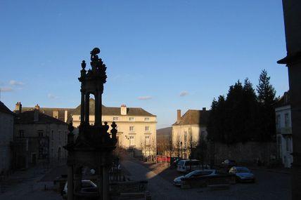 Quartier de la cathédrale : la place Saint-Louis.
