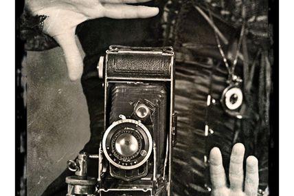 Steampunk : cadrage et composition photographique en noir et blanc