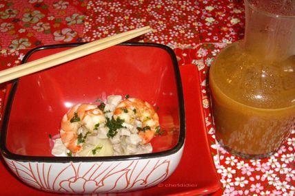 Soupe asiatique aux nouilles, crevettes et porc