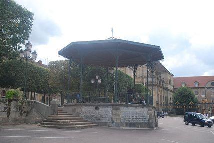 Quartier centre ville : le kiosque à musique.