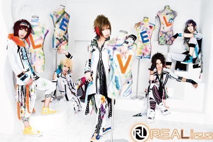 [News] REALies - Level, Covers