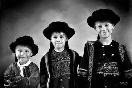 le 08 Août 2012 - portraits en costume breton de Célian, Léandre et Noé