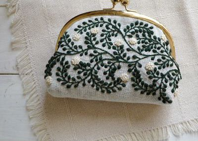 vines pattern pouch