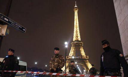 Evacuada Torre Eiffel tras aviso de bomba: 31 de...