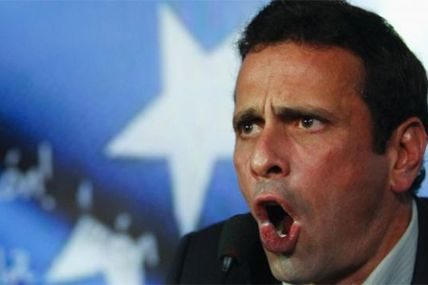 (VIDEO) Capriles ataca a presidente Correa a...