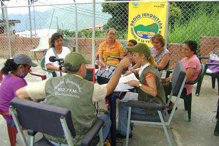 Emisoras Comunitarias de Caracas en un Programa de...