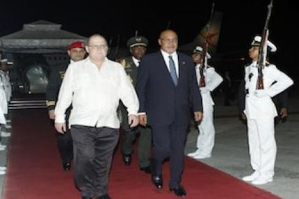 Llegó a Venezuela presidente de Surinam para...