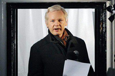 Canciller Patiño confirma visita a Assange y...