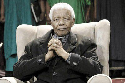 Estado de salud de Nelson Mandela sigue siendo...