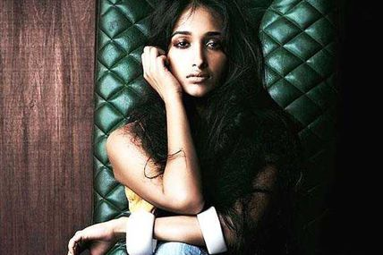 RT @filmfare: Jiah Khan commits suicide at her...