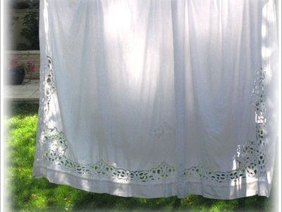 Dans de beaux draps / Family Heirloom