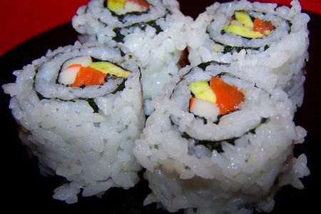 CALIFORNIA ROLL SAUMON SURIMI AVOCAT