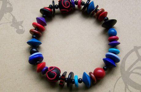 Un bracelet multicolore...