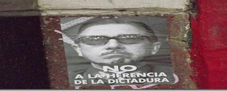 """Represión a los luchadores sociales en la funa al """"homenaje"""" al genocida de Pinochet"""