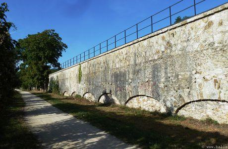 Essonne, Viry-Chatillon, l'aqueduc de la Vanne et du Loing
