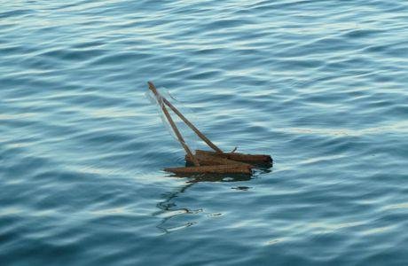 Madagascar, les petits bateaux de bois que font les enfants