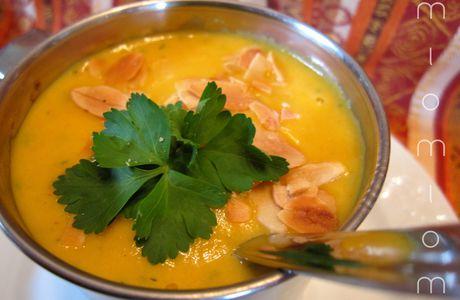 Velouté carottes, curry, coriandre