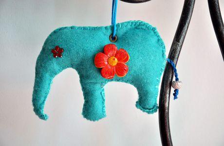 rose...bleu... ça reste un éléphant !!!