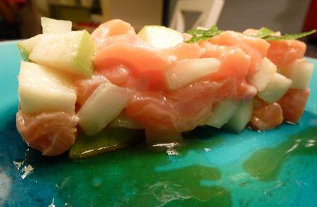 Tartare de saumon, pomme verte, concombre et citron vert