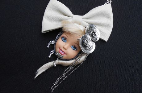 Collier tête de poupée chez Jennifleur