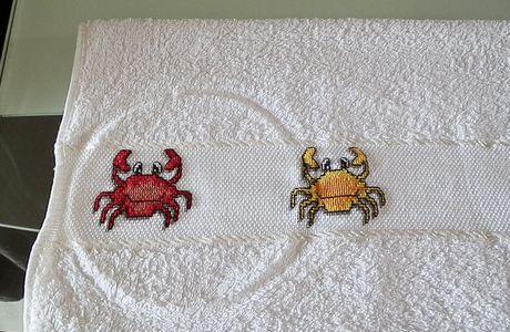 """En cours serviettes brodées """"crabes"""""""