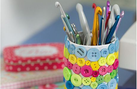Button covered crochet hook holder - by Craft...