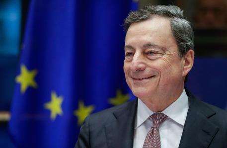 SEZ. ECONOMIA Draghi, risata per chi vuole pre-euro Presidente della Bce alla premiazione 'Generation Euro Students Awards'